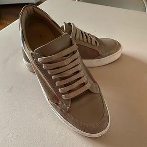 Burberry sneakers 👟